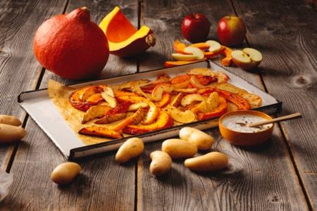Kürbis, Äpfel und Kartoffeln aus dem Ofen